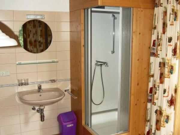 Dusche in den Zimmern