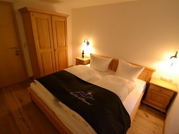 Schlafzimmer mit Flat Screen