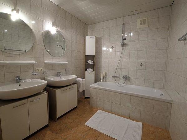 Zillertal-Fuegen-Appartements-Huber-Top6-Badezimme