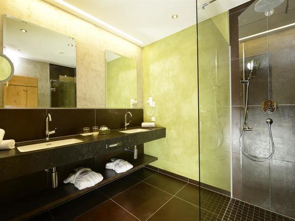 Adular Badezimmer