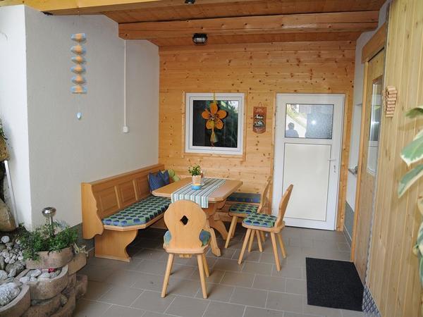 Sitzbereich mit Grillstation