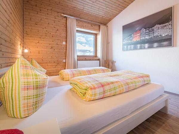 11_Ferienhaus_Chalet_Zillertal_Schlafzimmer_nord3