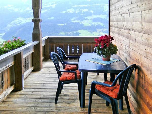 Sitzgarnitur auf dem Balkon unserer Ferienwohnung