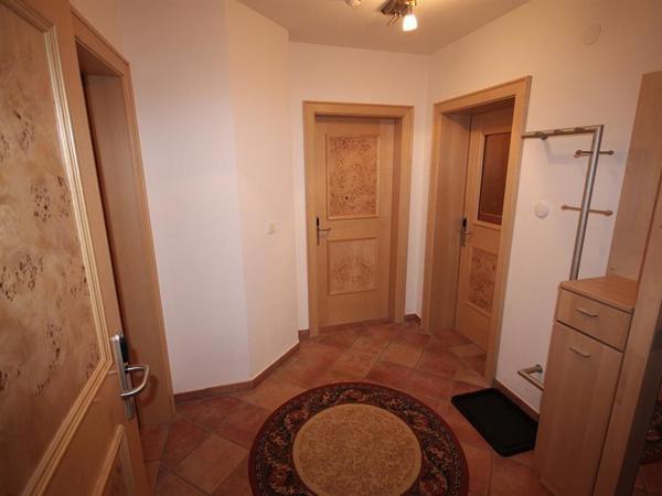 Vorraum mit Garderobe und eigenem WC