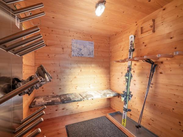 Skiraum mit Skischuhtrockner