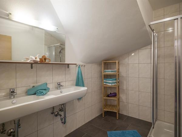 Haus_Natalie_Tux_Vorderlanersbach_54a_Badezimmer
