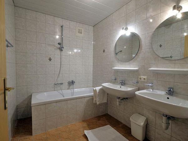 Zillertal-Fuegen-Appartements-Huber-Top3-Badezimme