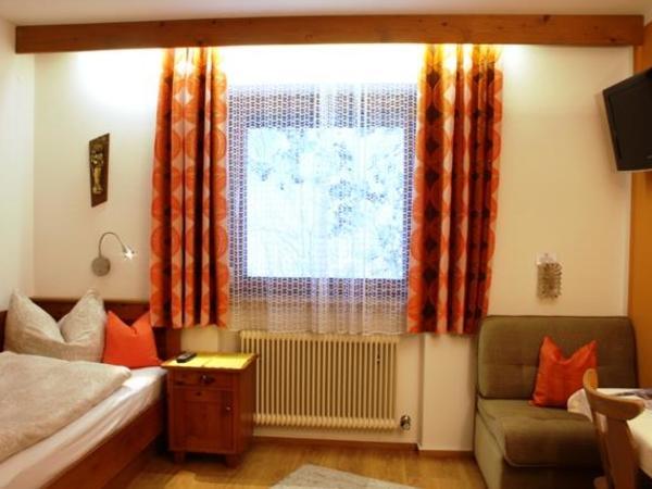 Einbettzimmer mit Dusche