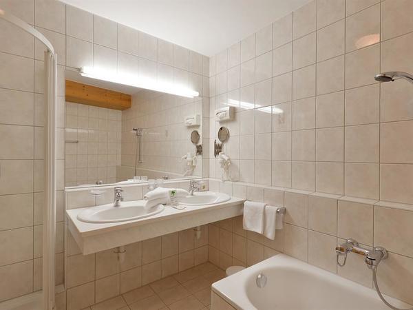 Beispielfoto Badezimmer im Doppel- bzw Familienz.