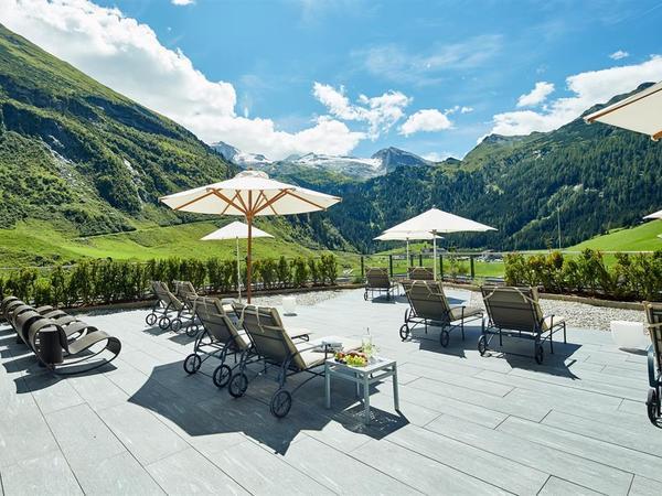 Terrasse mit Blick zum Hintertuxer Gletscher