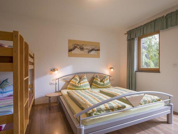 Schlafzimmer Ferienwohnung Fußalm
