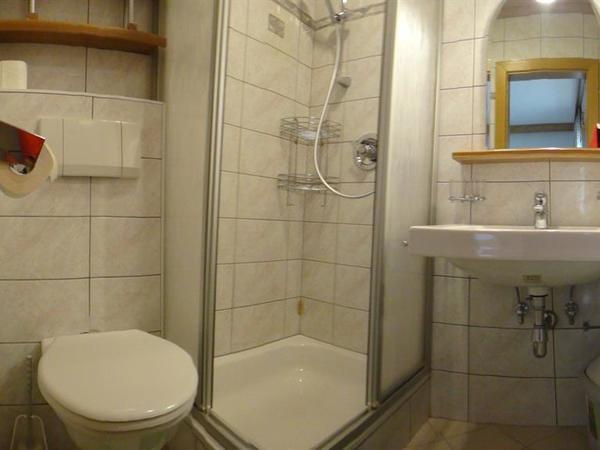 Dusche/WC im Doppelzimmer