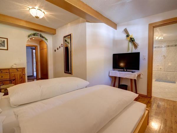 Nordseitiges Zimmer mit eigenem Badezimmer