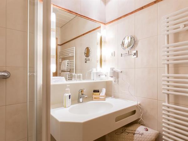 Badezimmer Einzel-Juniorsuite Fuerstalm