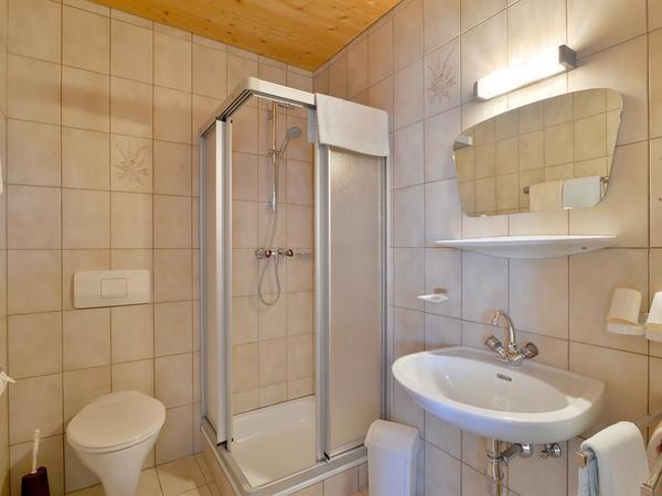Zimmer 15 Badezimmer