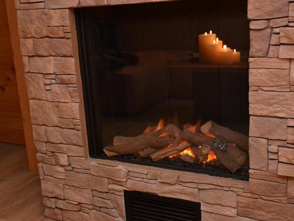offenes Kaminfeuer zum Wärmen