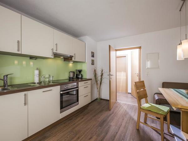 Wohnküche mit Flat TV - Ferienwohnung Roessler