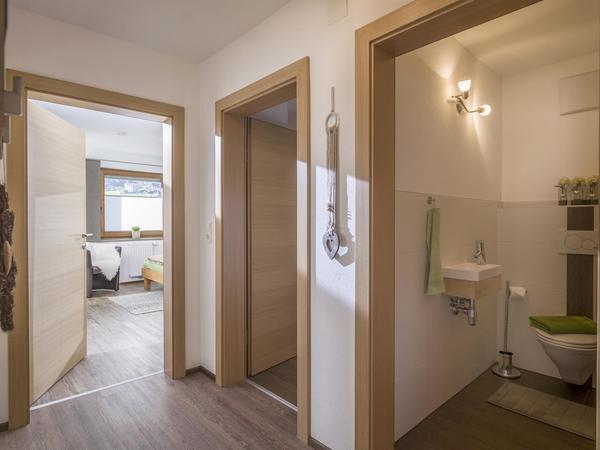Vorraum & separates WC