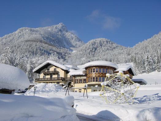 Gasthof Kleefeld im Winter am Wolfgangsee. (© Gasthof Kleefeld Hotel GmbH)