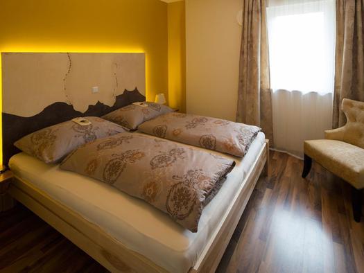 Schlafzimmer in der Wohnung Hirscherl (© Zum Hirschloser)