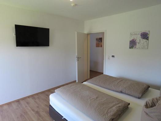 Schlafzimmer mit TV (© Böhmerwald pur 2 | Privat)