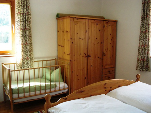Gitterbett vom Doppelbettzimmer