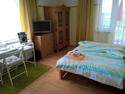 Zimmer 105 mit Balkon Blick nach Ulrichsberg und A