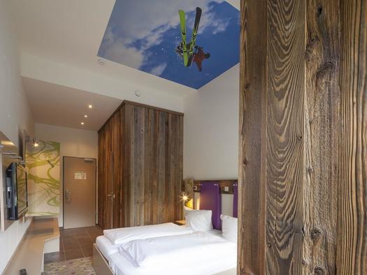 25 (© Explorer Hotels)