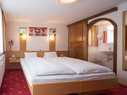 Doppelzimmer Spar Hotel Alpenblick Attersee am Attersee (© Hotel Alpenblick/Hanes Seiringer)