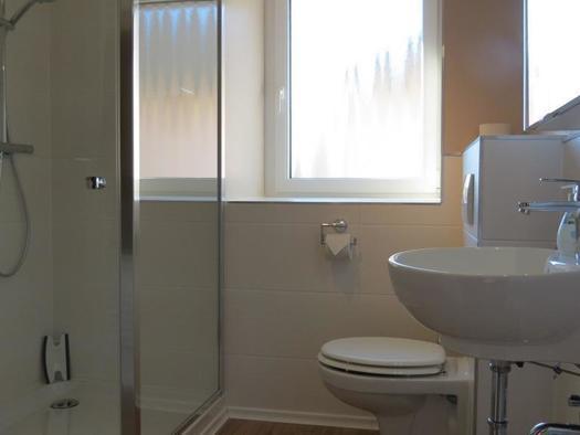 Helles Duschbad in der Suite