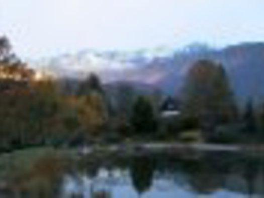Bad Goisern - Primusbergerhof Schwimmteich Richtung Norden.jpg