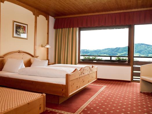 Dreibettzimmer Seeseite Hotel Bramosen (© Hotel Bramosen)