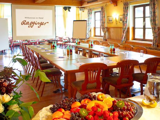 Seminarraum Sonnensaal Hotel Ragginger Nußdorf am Attersee (© Familie Ragginger/Klaus Costadedoi)