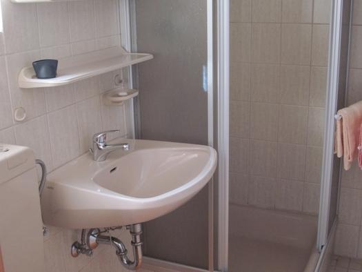 Dusche-WC Doppelzimmer (© Sieglinde Gamsjäger)