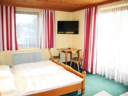 Doppelzimmer mit Zusatzbett (© Fam. Ebner)