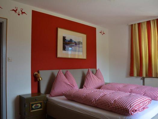 Bedroom 1 (© Bramsauerhof Faistenau)