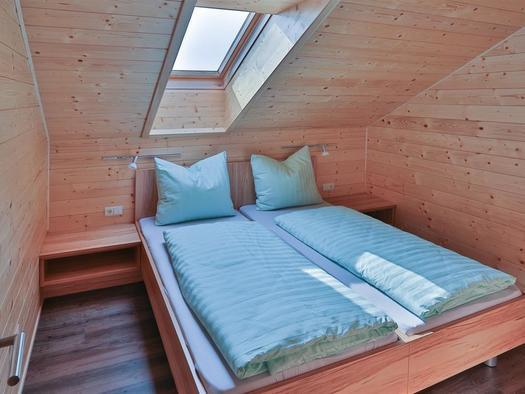 Schlafzimmer2 mit Einzel od. Doppelbett (© Hermann Hanetseder)