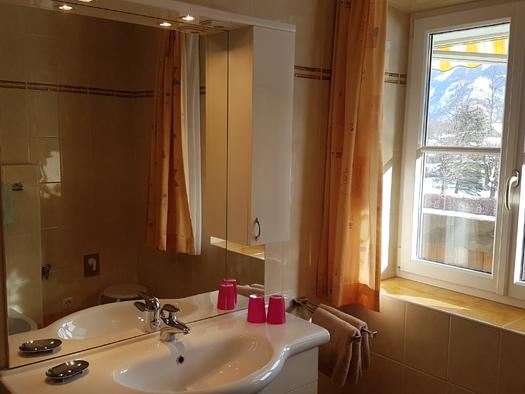 Badezimmer mit Dusche, WC und Bidet. (© Herman Dobetsberger)