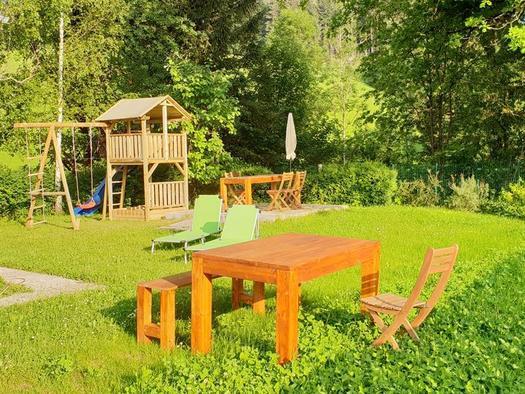 Garten mit Spielplatz (© Ferienhaus Mountain View)