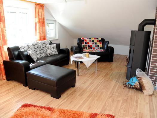Wohnzimmer (© Haus SONNSTEIN zu EBENSEE am Traunsee)