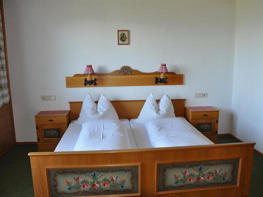 Doppelbett im Doppelzimmer vom Haus Nanga Parbat