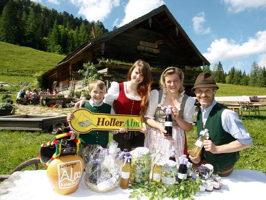 Familienbild Mayerlehenhütte (© Fuschlsee Tourismus GmbH)