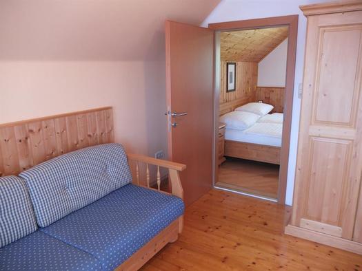 Balkonzimmer mit Einzelbett (© Ferienhaus in der Schlipfing)