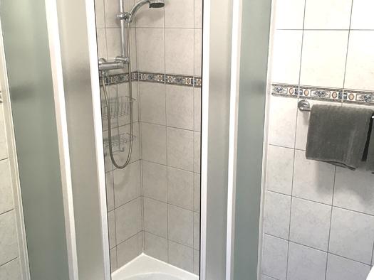 Zimmer 4 Dusche. (© Thomas Wigert)