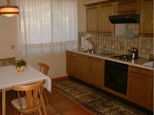 Küche mit Essecke, obere Wohnung (© Bergkristall)