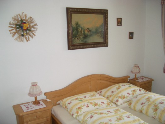 Schlafzimmer Enzian.JPG