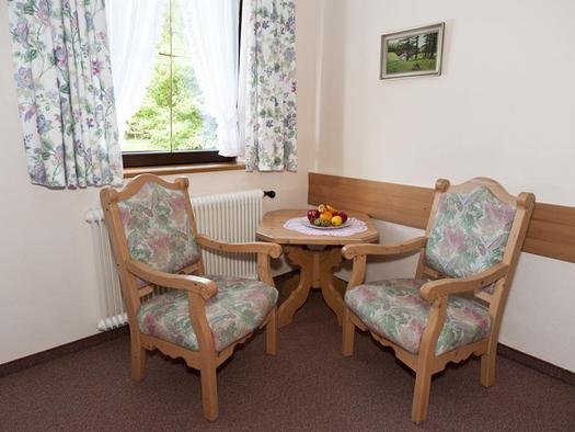 Sitzecke im Gästezimmer (© Hochlackenhof)