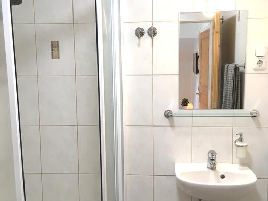 Zimmer 1 Badezimmer. (© Thomas Wigert)