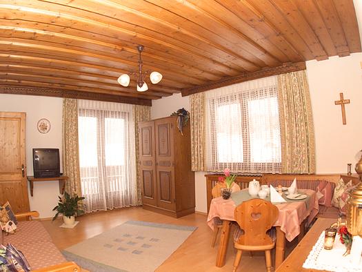 Ferienwohnung Sparberblick Wohnzimmer. (© Franz Laimer)