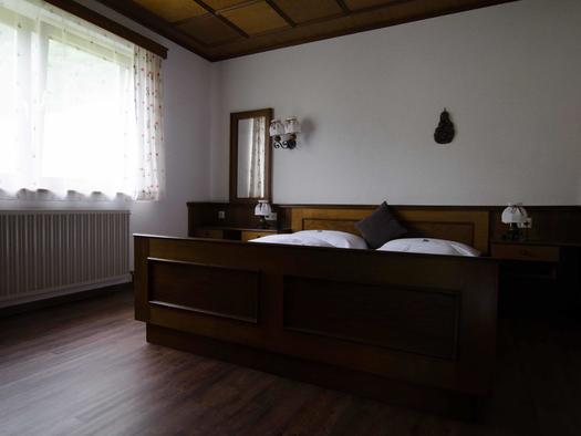 Schlafzimmer Wohnung 2 (© monika pramreiter)